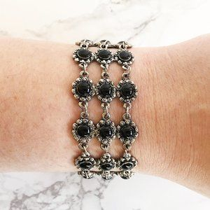 Jewelry - 90's Black Flower Bracelet